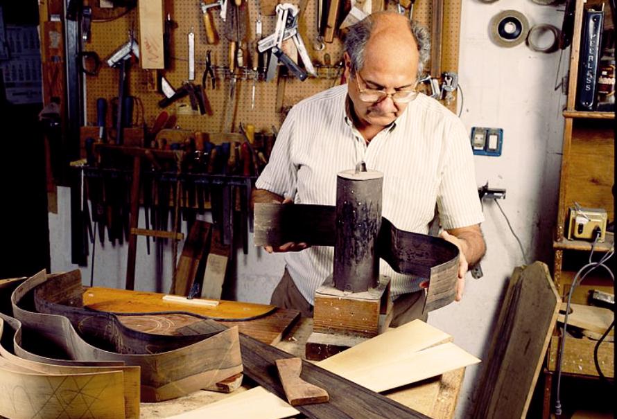 Un vistazo a la fábrica de Guitarras Manuel Rodríguez